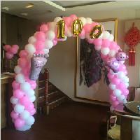 白粉色宝宝百日拱门