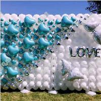 放飞幸福——天蓝色爱心背景墙