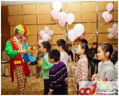 小丑开业派发气球  济南小丑表演 小丑暖场